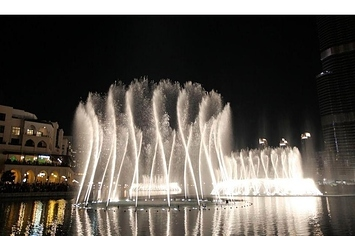 Community Post: Dubai's Dancing Fountains Tribute To Whitney Houston