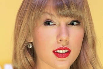 8 Valentine's Day Gifts For Taylor Swift
